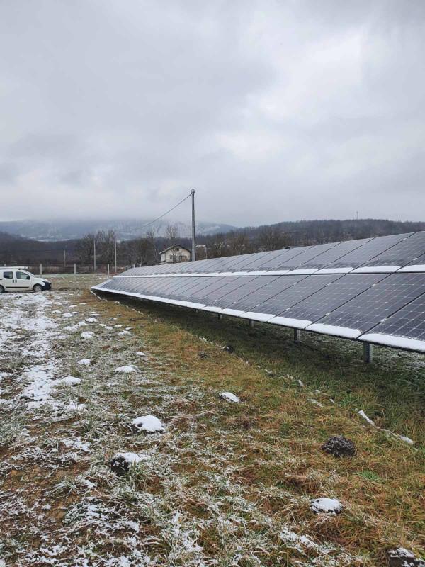krnjeusa solarna elektrana snijeg na solarnim panelima